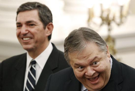 Το γέλιο του, τον φανερώνει (μπάτσοι γουρούνια δολοφόνοι)