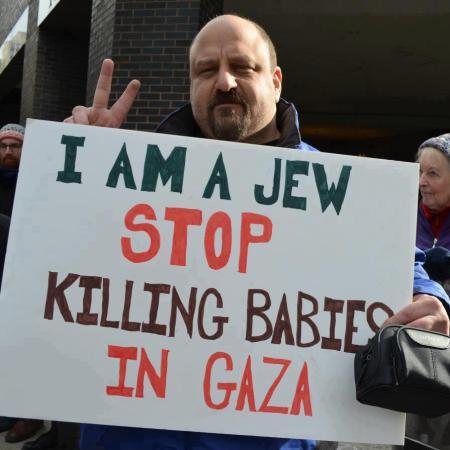 Πλακάτ: Είμαι Εβραιος, σταματήσε να σκοτώνετε μωρά στη Γάζα