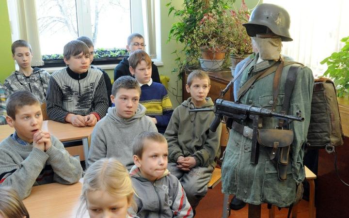 Μία μέρα σε Λετονικό σχολίο, τα παιδιά πρέπει να μάθουν τους ήρωές τους!