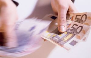 Hands counting €50 Euro notes € 50 movement blur. Picture: Imagestate